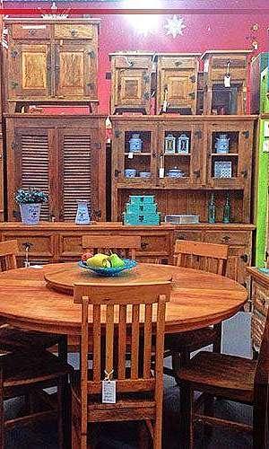 Cadeira rústica de madeira