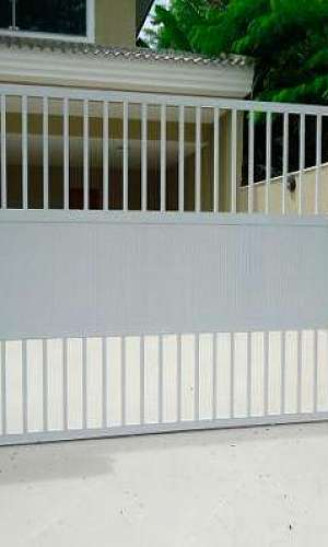 Portão de alumínio branco