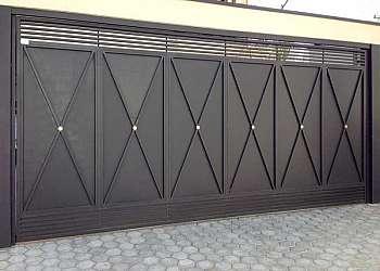 Portão de ferro com vidro