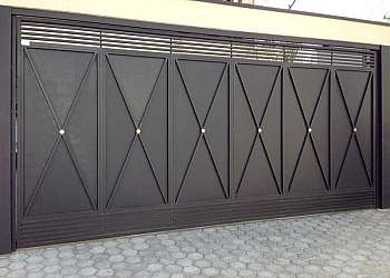 Portão de ferro moderno