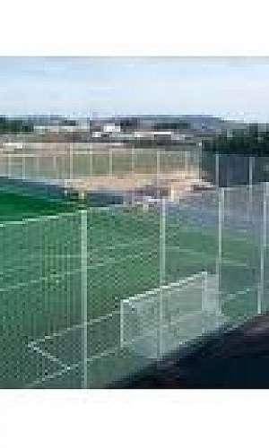 Rede de proteção para campo de futebol society